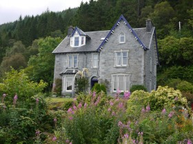 Craiglinne House from footpath